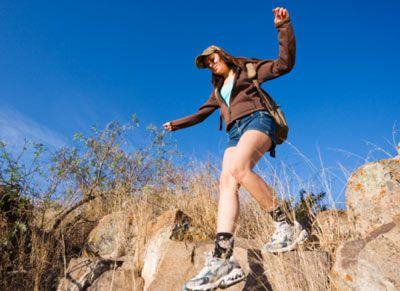 • Ayağınıza rahat ve terlemeyi önleyen özel koşu çoraplarından giyiniz. • Sizi güneşten veya soğuktan koruyacak bir başlık takınız.   • Gözlerinizi ultraviole ışınlarından koruyacak bir gözlük takınız.